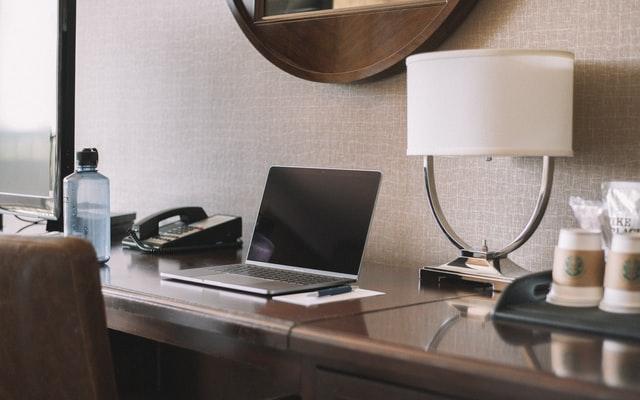 ホテルでパソコン