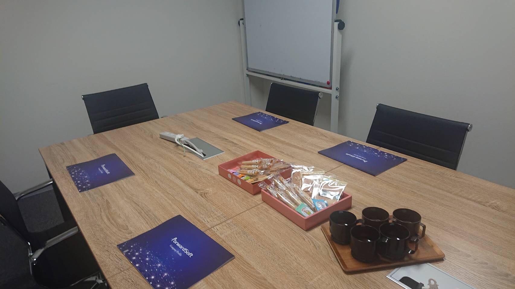 セミナー開催前のミーティングルーム